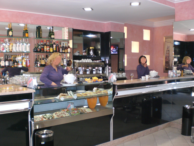 Banconi bar in promozione banchi frigo banconi bar for Arredamenti bar torino
