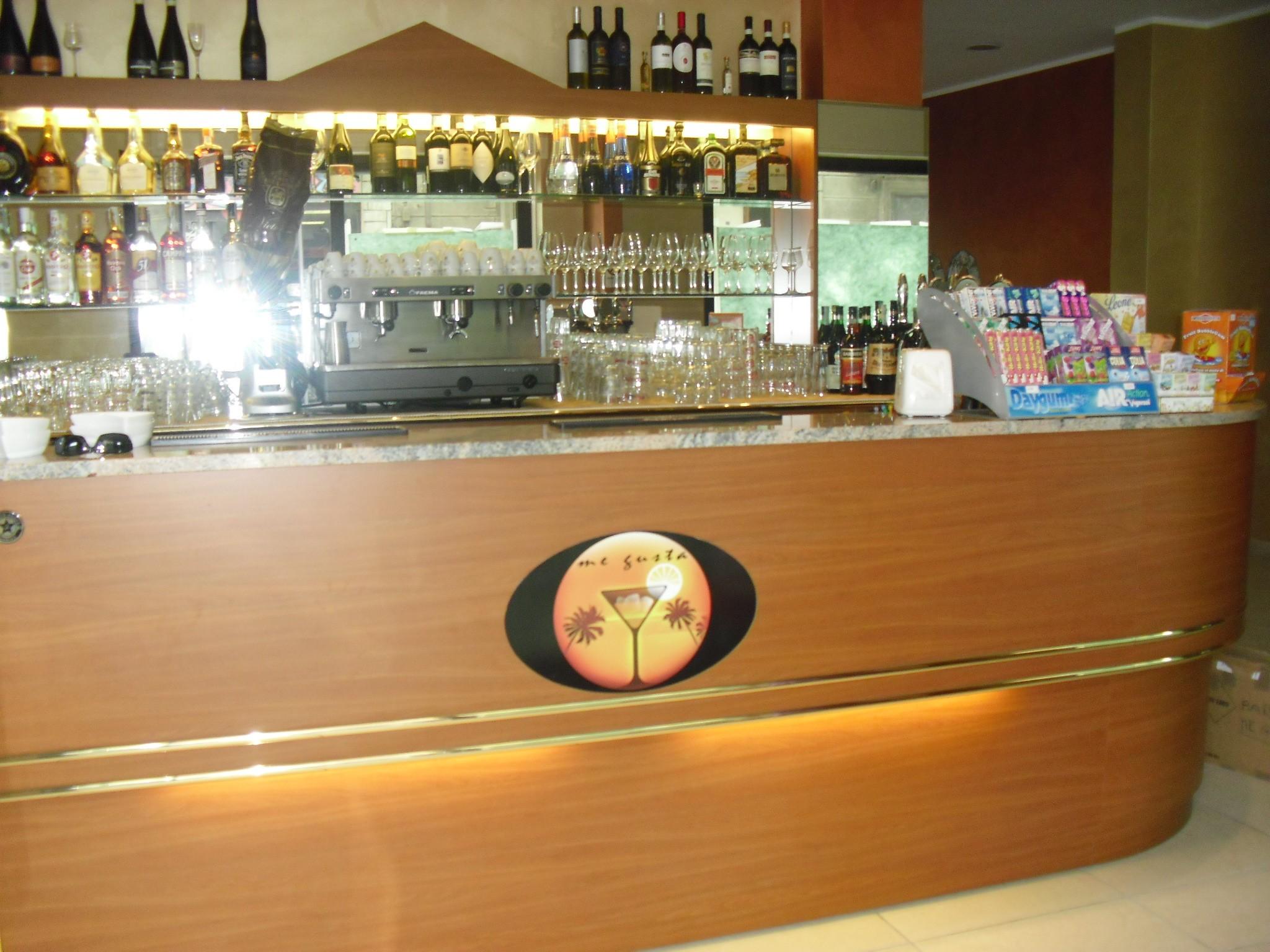 Banconi bar in promozione banchi frigo banconi bar for Arredamenti bar brescia