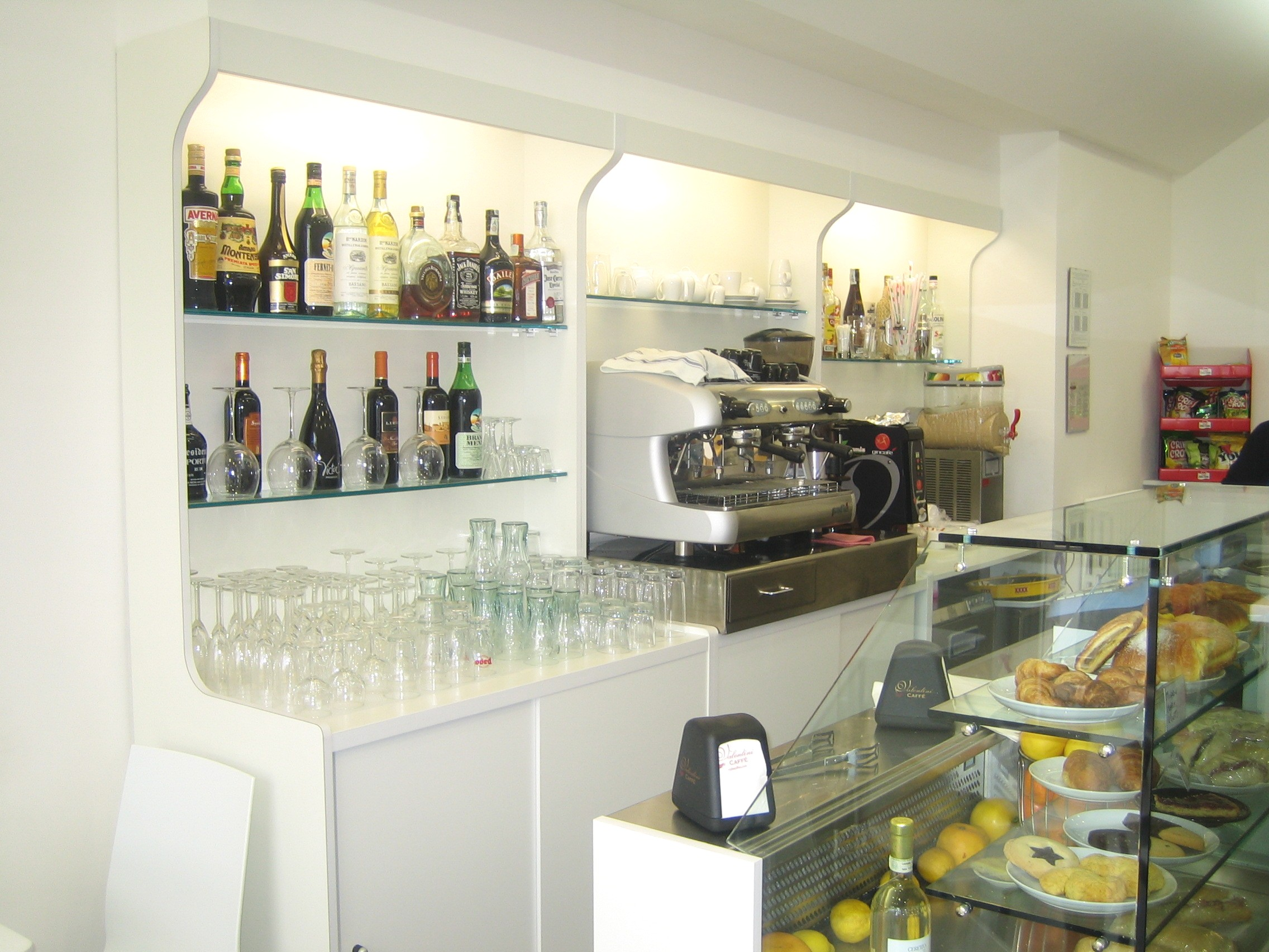 Banconi bar in promozione banchi frigo banconi bar for Arredamenti pub moderni